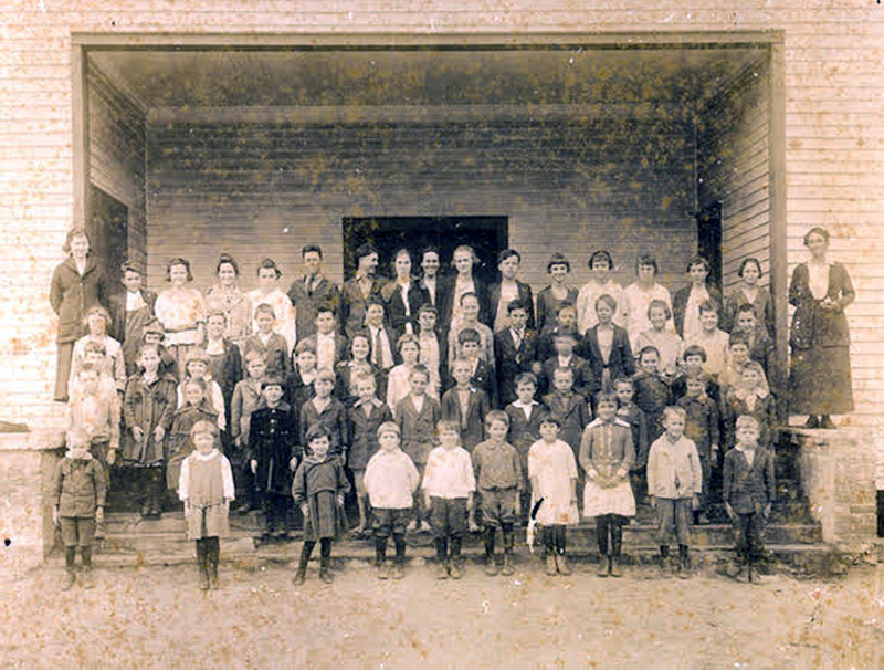 Old Johnsonville School students and faculty