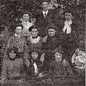 Old Johnsonville Students 1904.jpg
