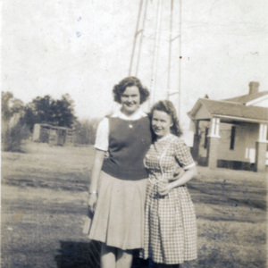 Lois Hanna and Edna Edwards.jpg