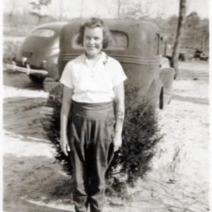 Lois Hanna by car.jpg