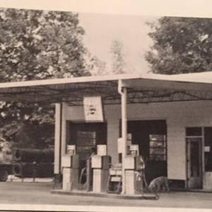 Lentz Service Station 1973.jpg