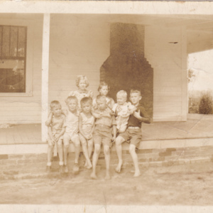 Johnny Hyder's home in Flatrock, NC - Betty Joe, Louise, Charles, Johnnie, Billy Jr, Delance Poston.jpg