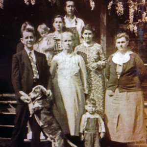 Carter family with dog 1938.jpg