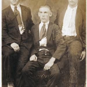 Arles Hanna, Walter Eaddy, Pete Hanna, Isle of Palms 1918.jpg